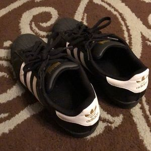 adidas Shoes - 🧸 Black, White, Gold Adidas Sneakers 🧸